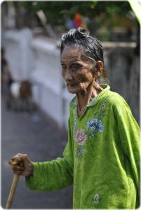 femme de Tumbak-201x300